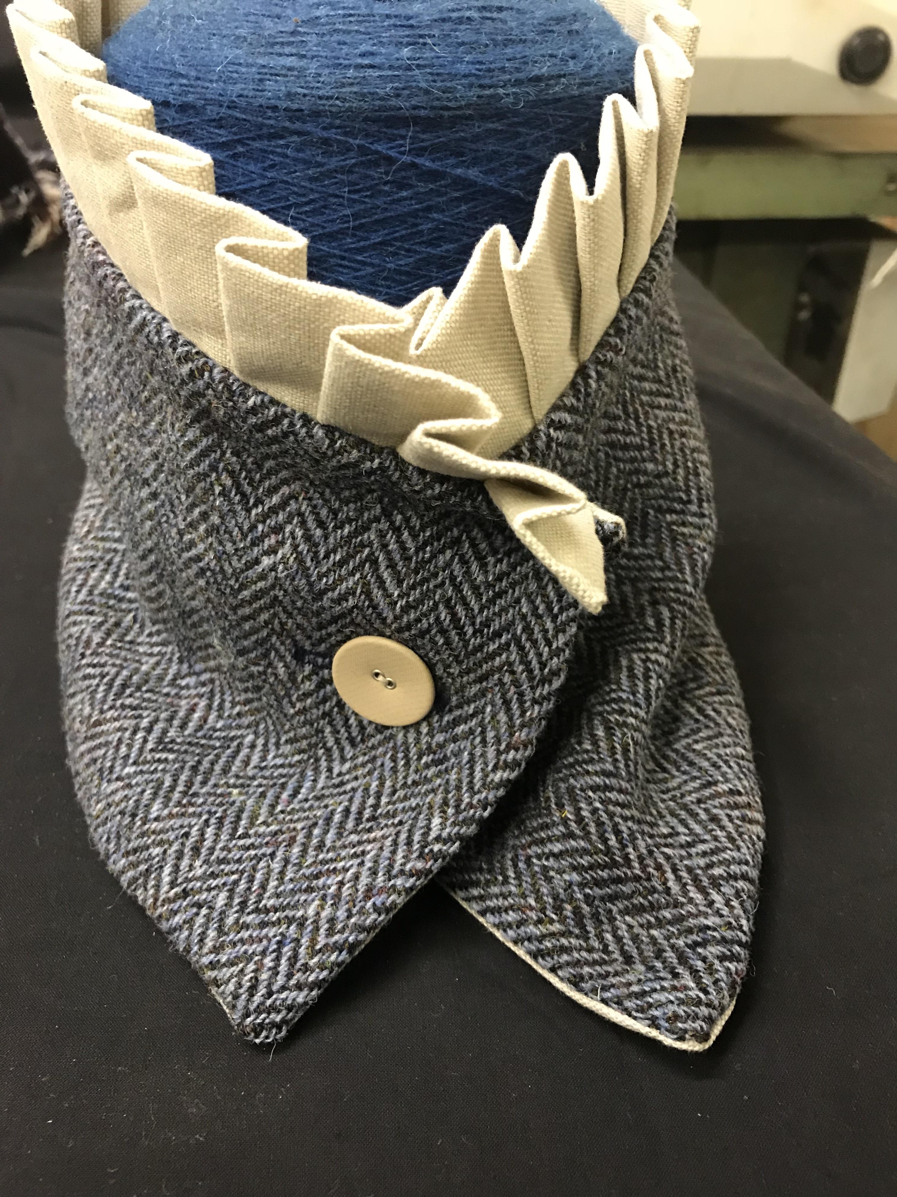 Herring-bone Frill Collar